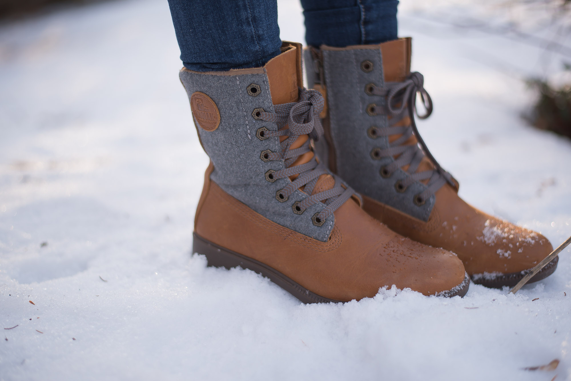 How to Style a pair of hiking boots for every day style. This mom of two shows her go to look wearing her hiking boots.