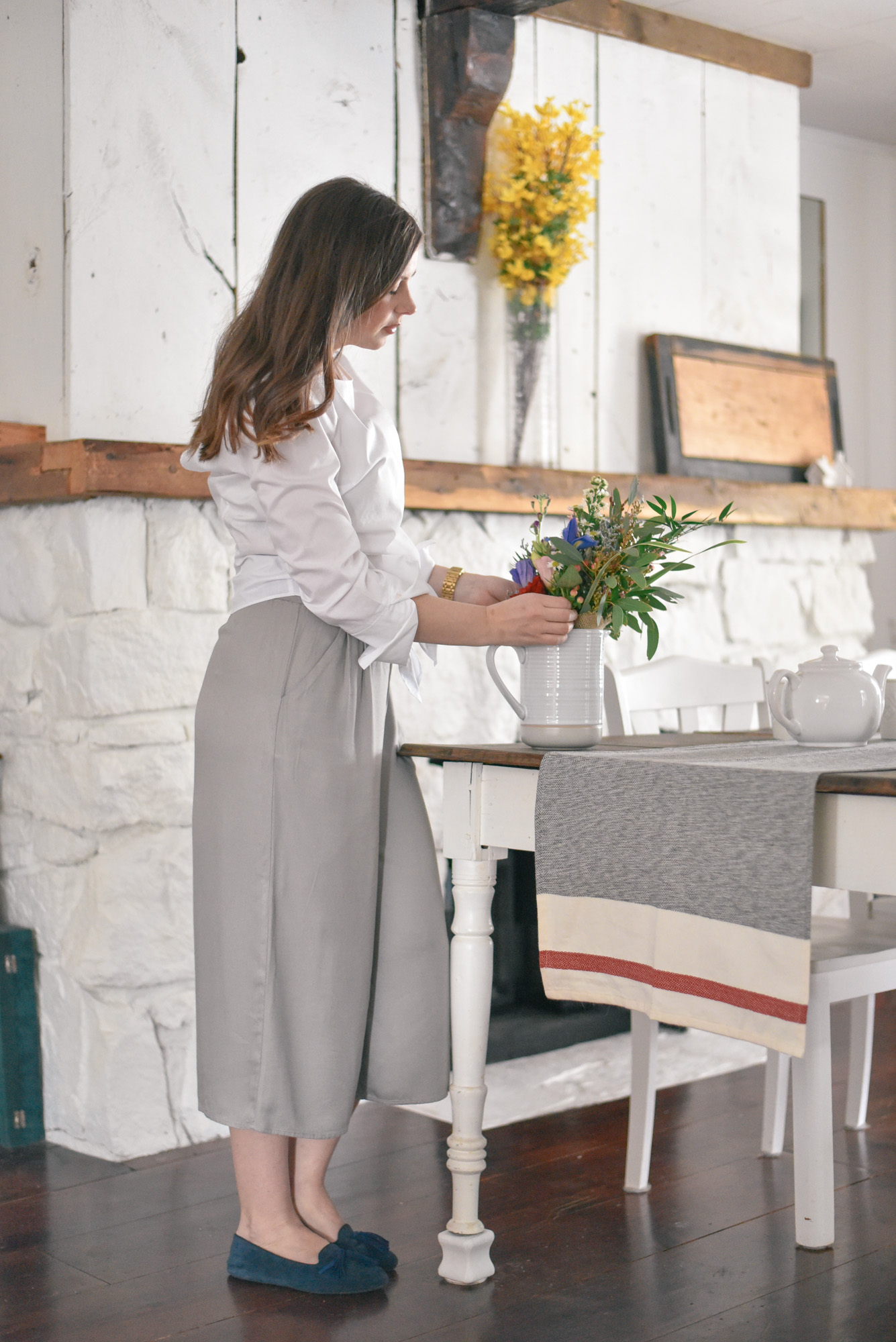 Wild Rosebuds: The perfect casual outfit for entertaing, white tie blouse and culottes.Plus 5 ways to prepare your house for an unexpected visitor