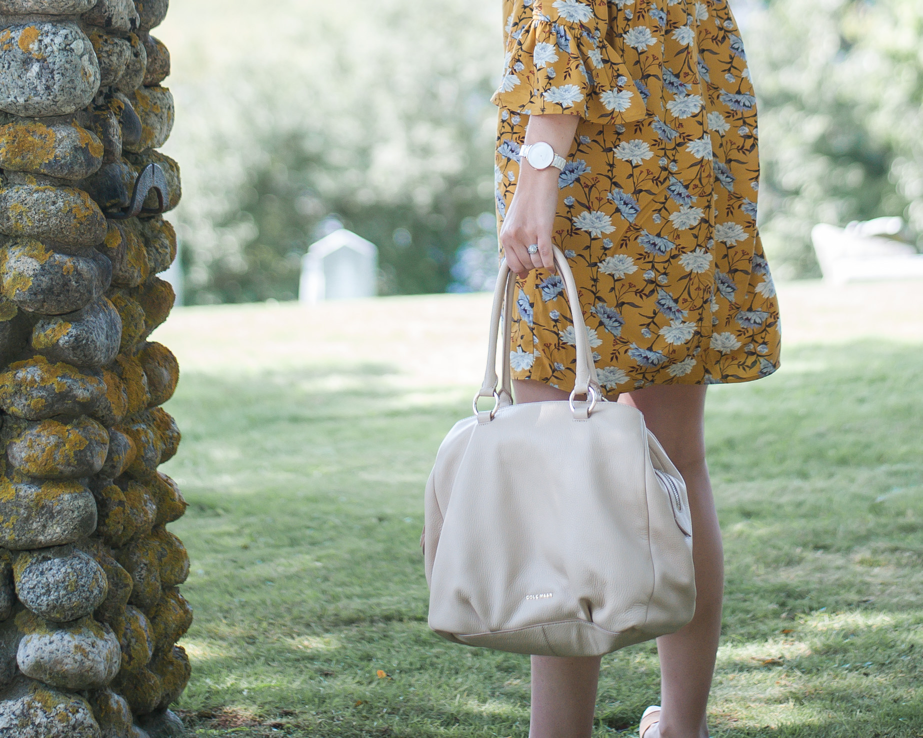 Wild Rosebuds On How To Take an Old Navy Mustard Yellow Floral Dress From Day To Night