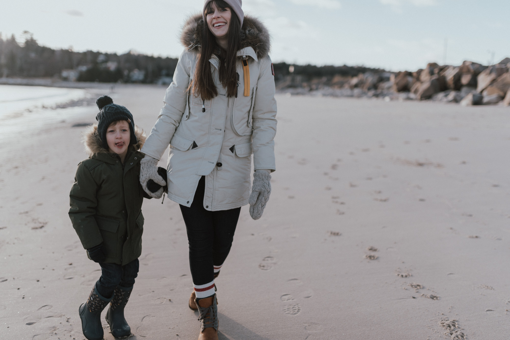 Wild Rosebuds | setting goals for 2018 | family beach walk