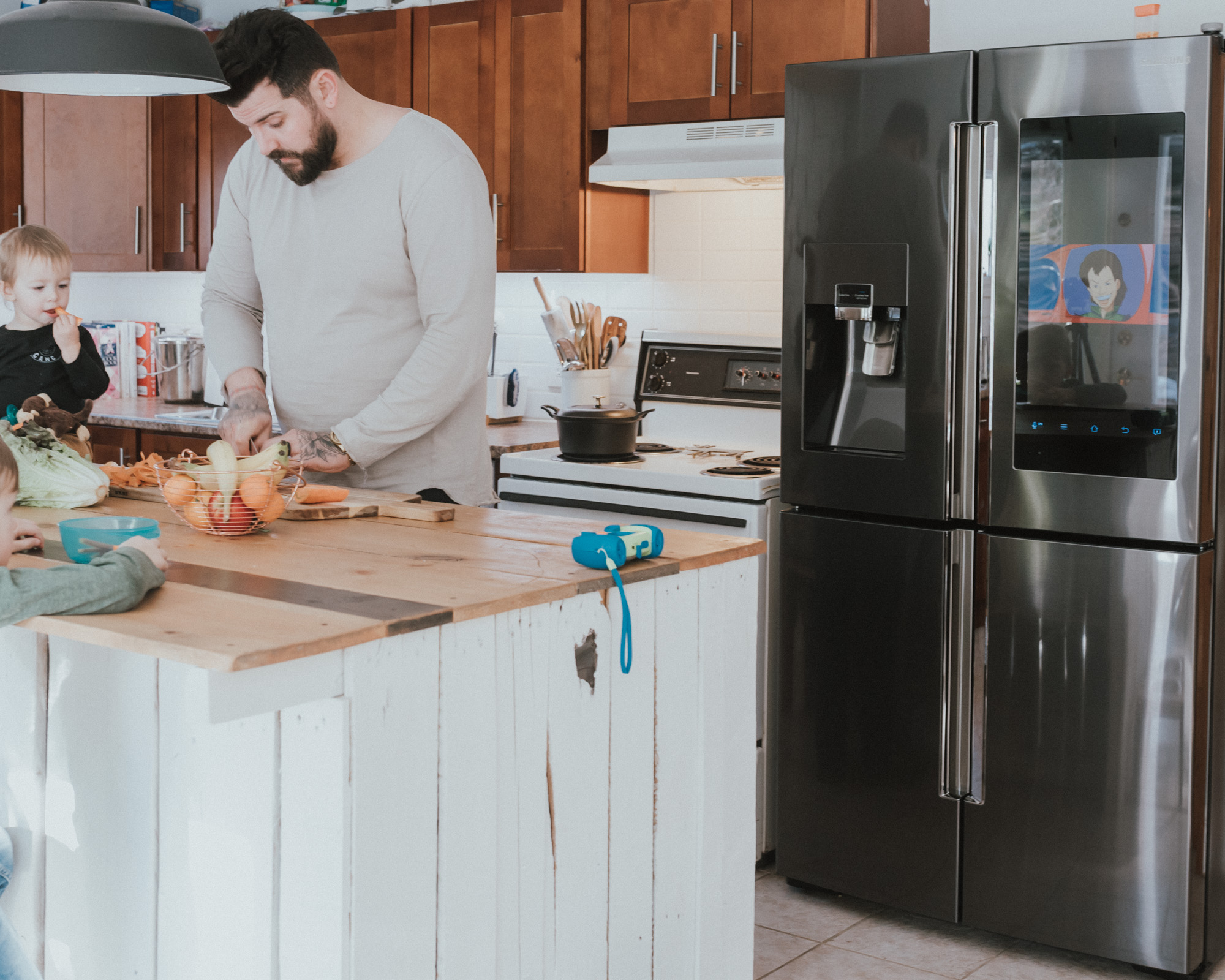 The Wild Decoelis | Review: The Samsung Family Hub | the perfect fridge