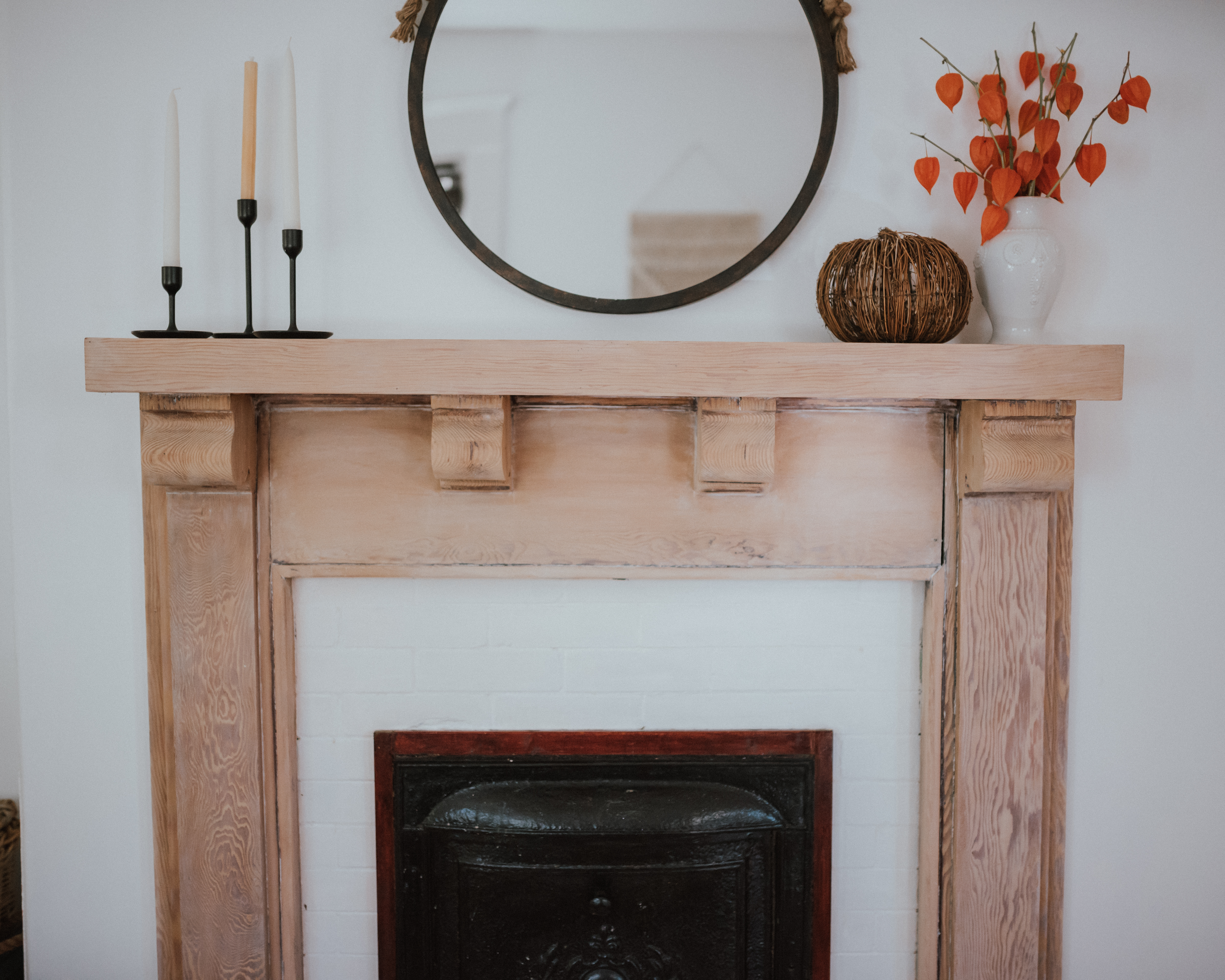 The Wild Decoelis | Taking a Fireplace Mantle From dark Antique Stain to Whitewashed | white oak pickling stain