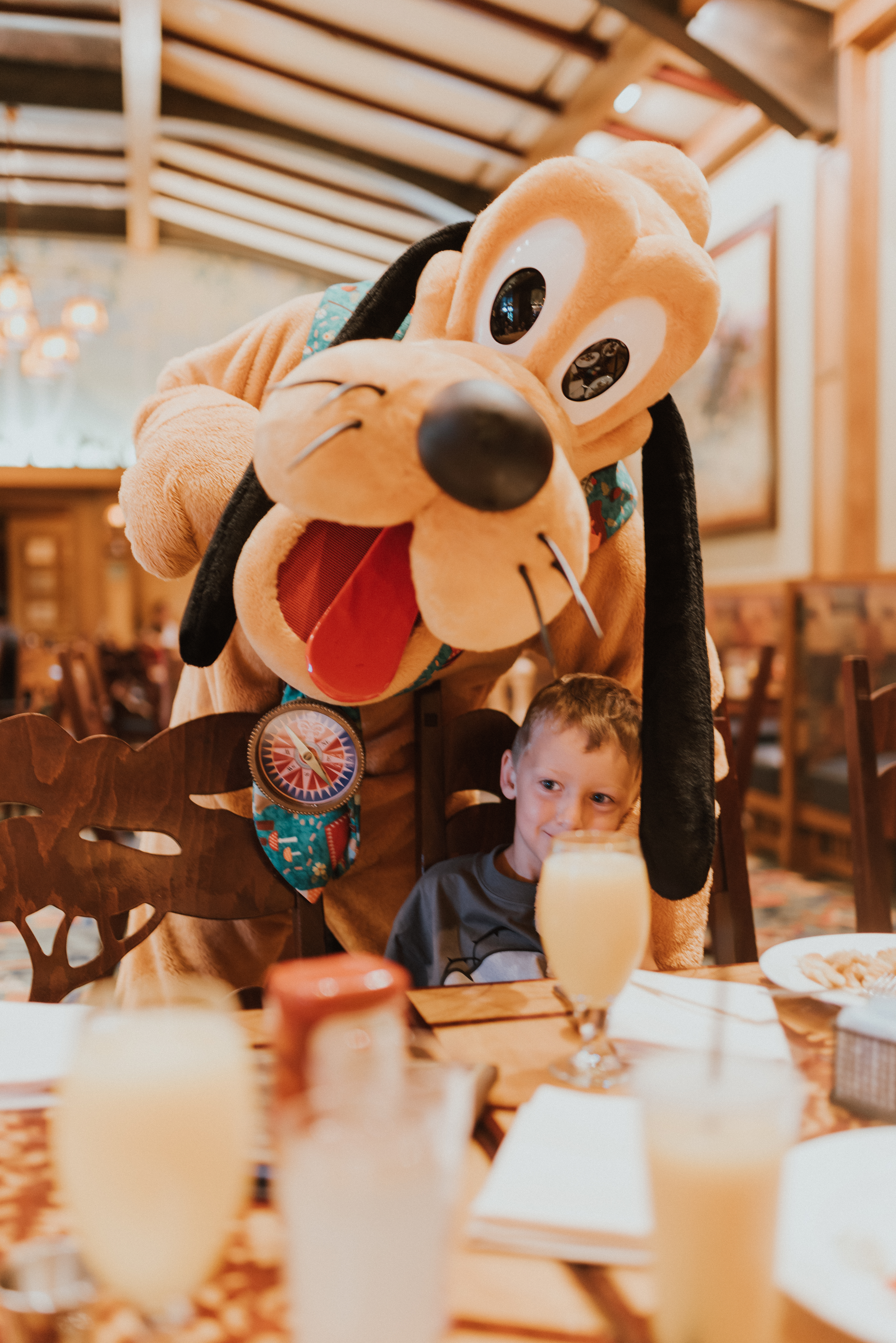 10 Things To know When Travelling To DisneyLand with Young Kids | meeting goofy