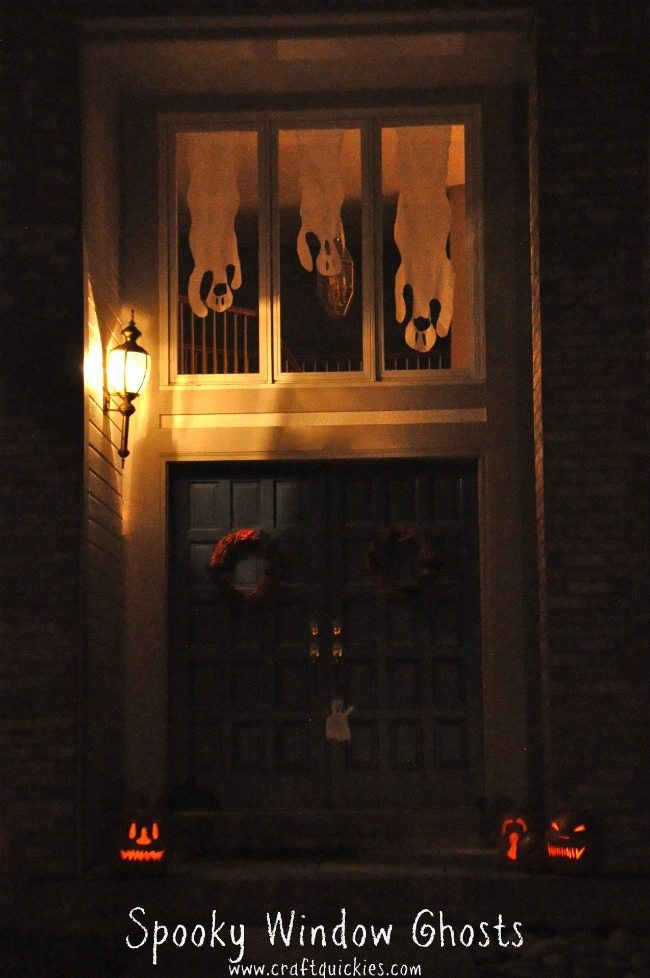 THe Wild Decoelis | 10 budget friendly halloween decorations | Ghosts in the window