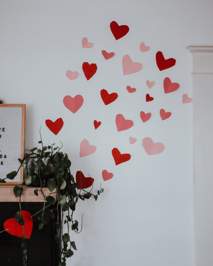 The Wild Decoelis | Round Up of Easy Paper Valentines Decor | easy DIY Valentines day mural