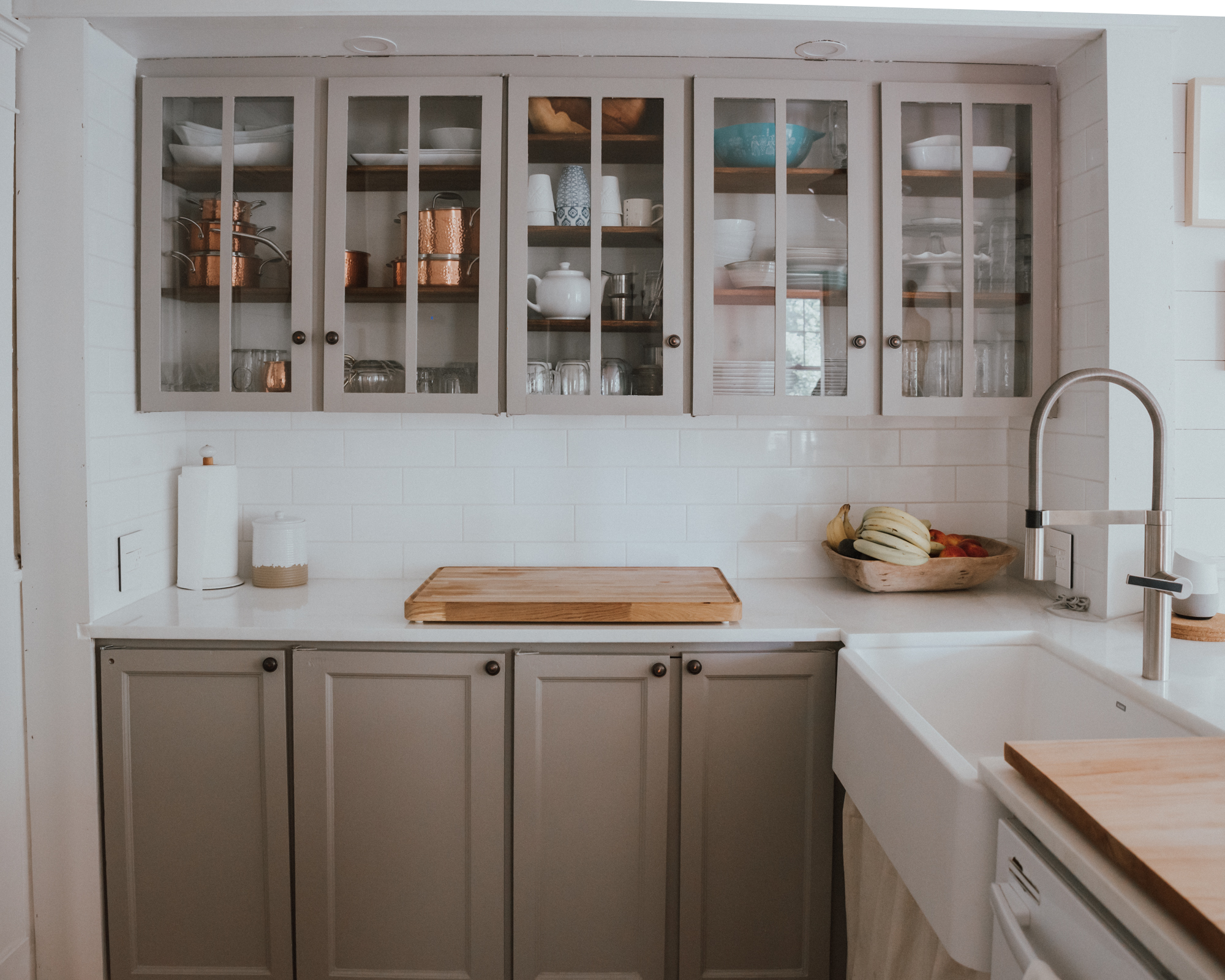 The Wild Decoelis| Our Kitchen Reno : Before and after | grey kitchen