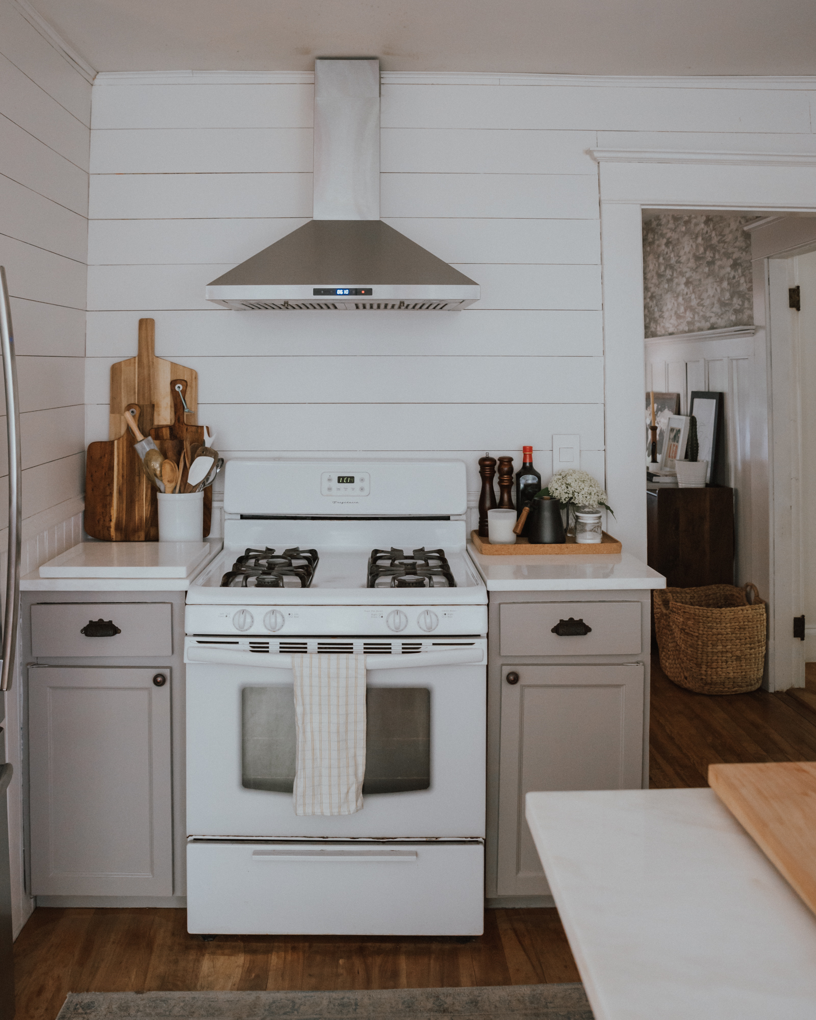 The Wild Decoelis| Our Kitchen Reno : Before and after | shiplap