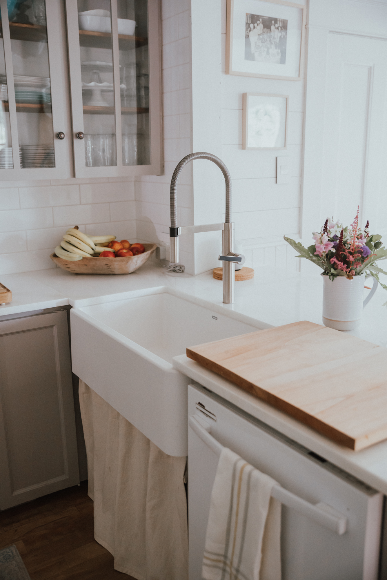 The Wild Decoelis| Our Kitchen Reno : Before and after | farmhouse sink