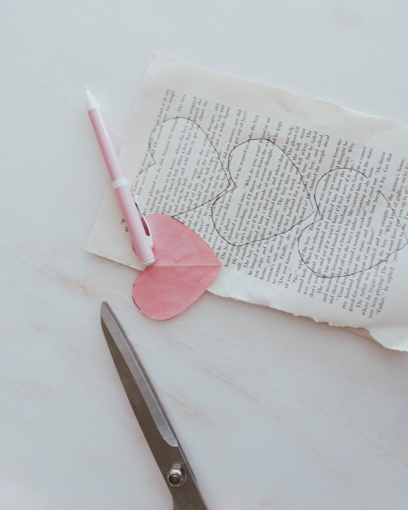 The Wild Decoelis | How to make simple valentines day garland out of thrifted book pages