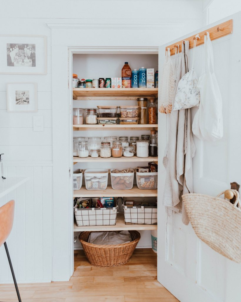 The Wild Decoelis | 7 Easy Tips for Organizing Your Pantry | plastic free pantry organization