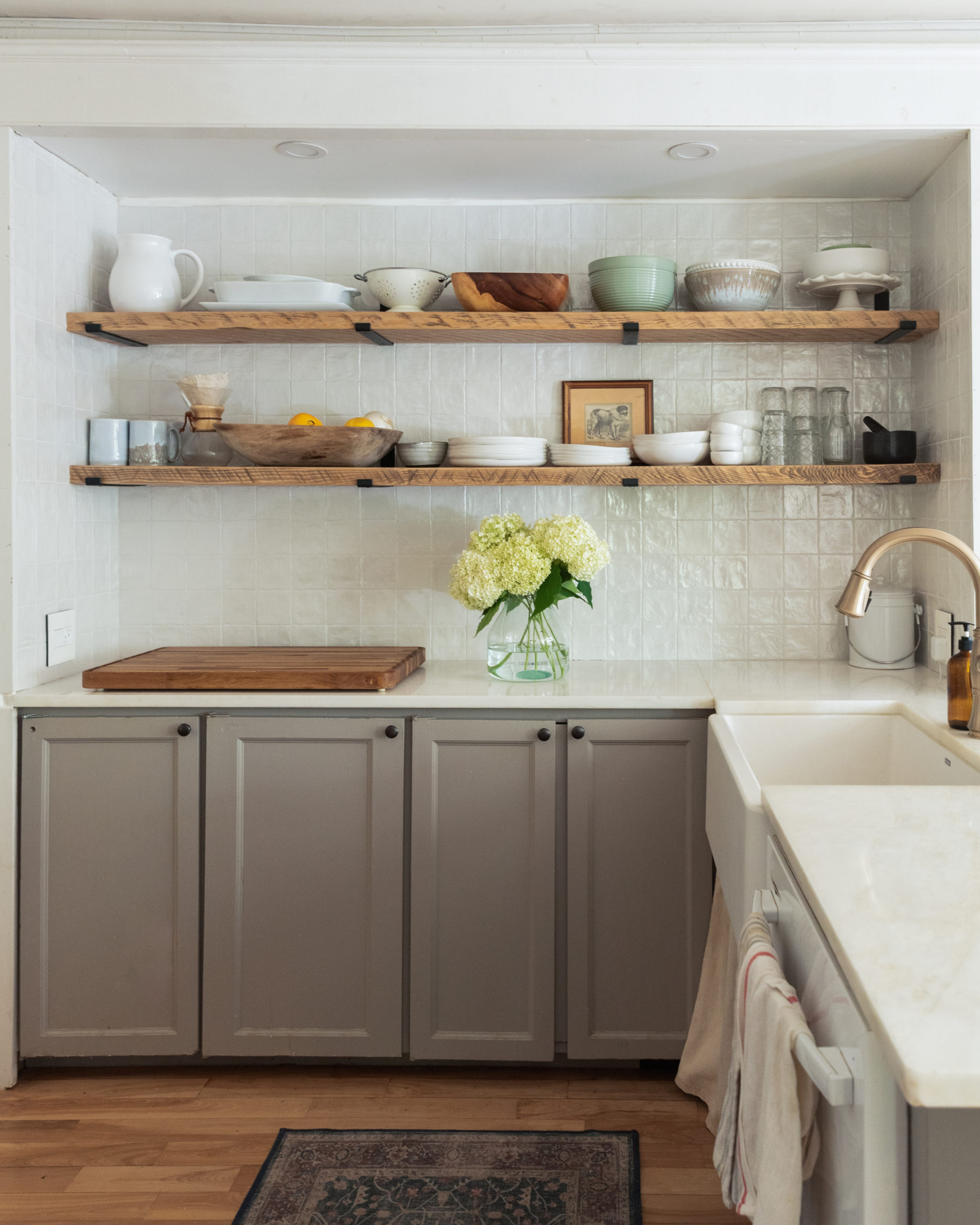 The Wild Decoelis | Tips on how to tile your backsplash| White square Zellige tile by centura